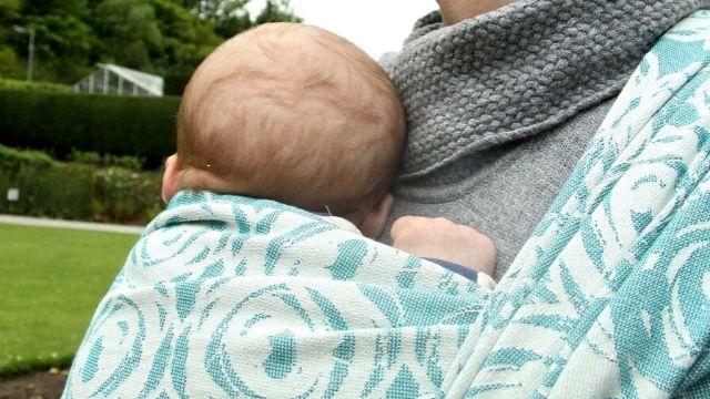 Het dragen van je baby geeft hem zelfvertrouwen